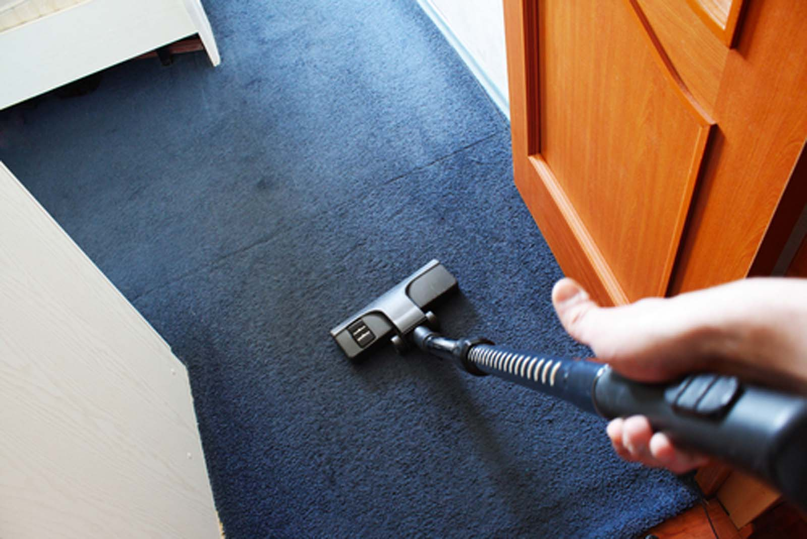 How To Get Your Carpet Smelling Great With Household Materials